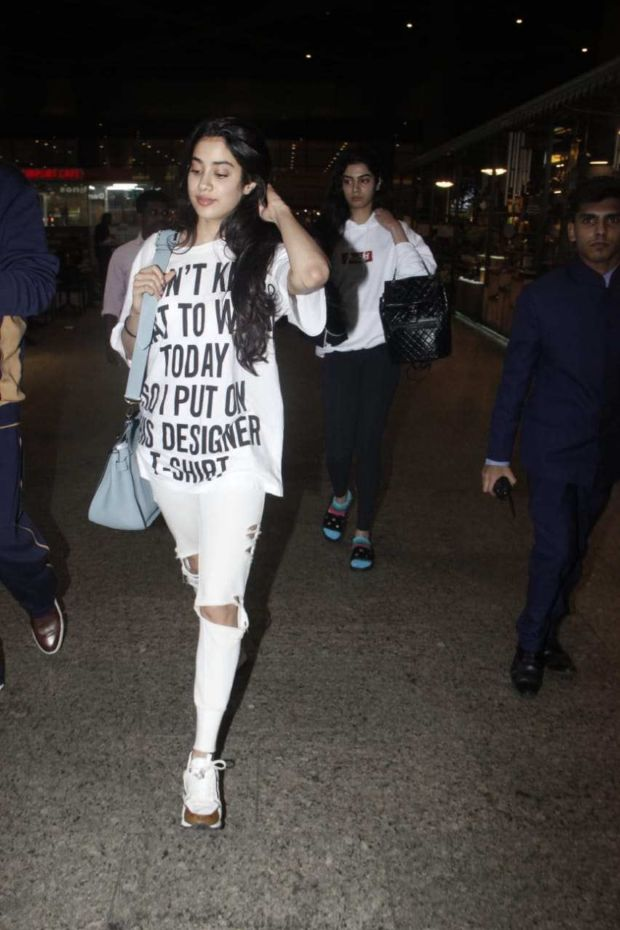 Janhvi Kapoor Keeps It Easy Breezy At The Airport