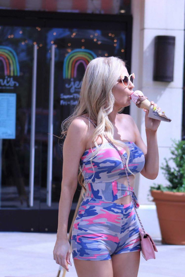 Ana Braga Having Icecream Out In Calabasas