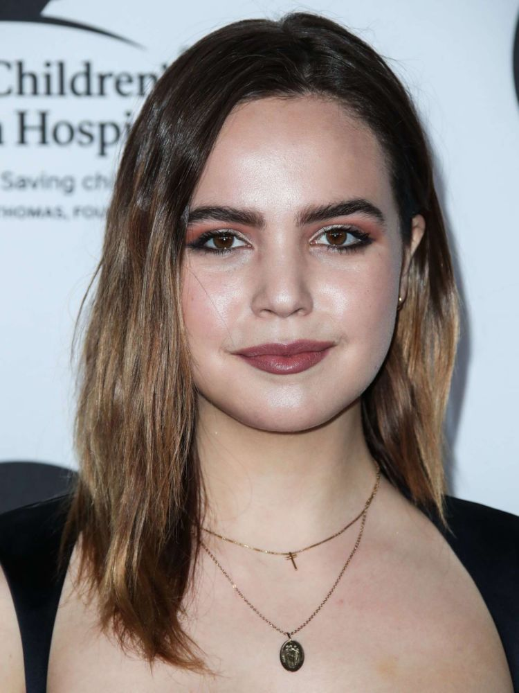 Pretty Bailee Madison Attends LA Art Show 2019 Opening Night Gala