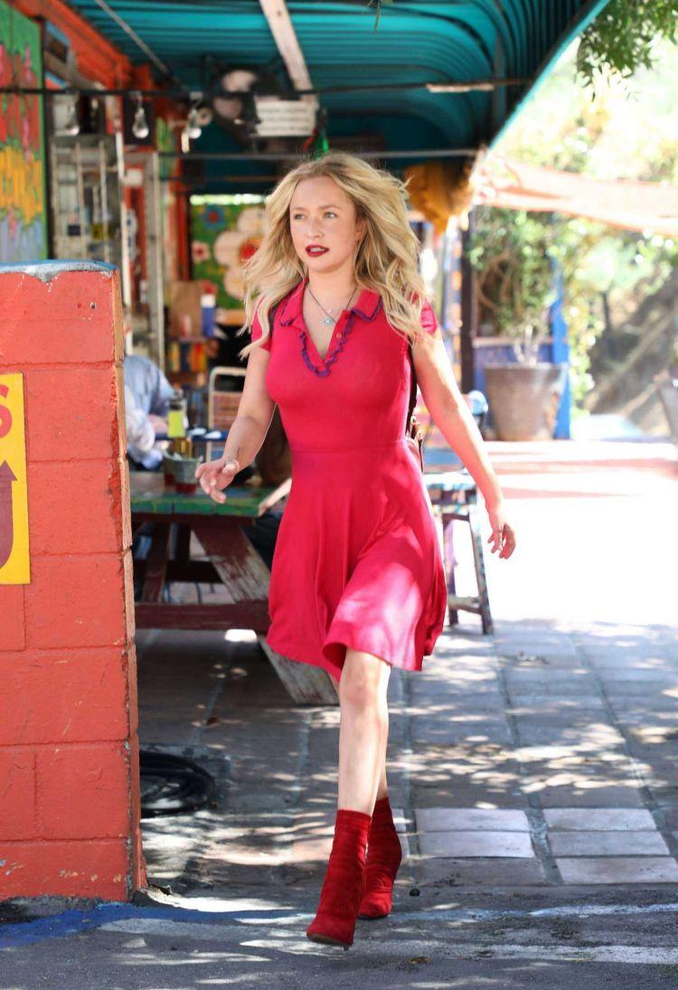 Hayden Panettiere Looks Pretty In Red Dress
