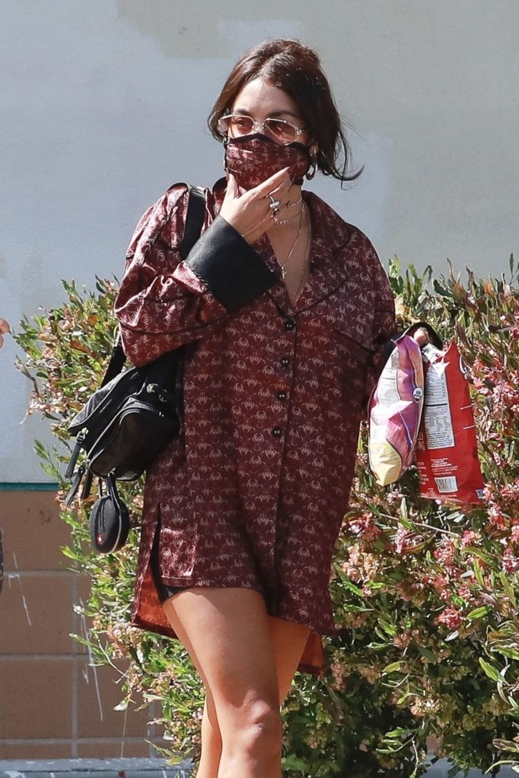 Vanessa Hudgens Candids At A Coffee Shop With A Friend In Los Angeles