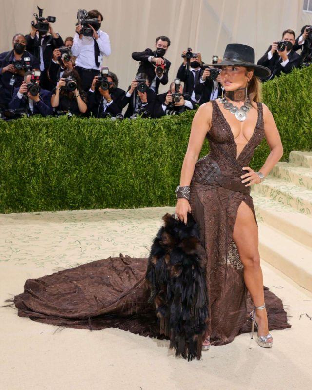 Gorgeous Jennifer Lopez Attends Met Gala 2021