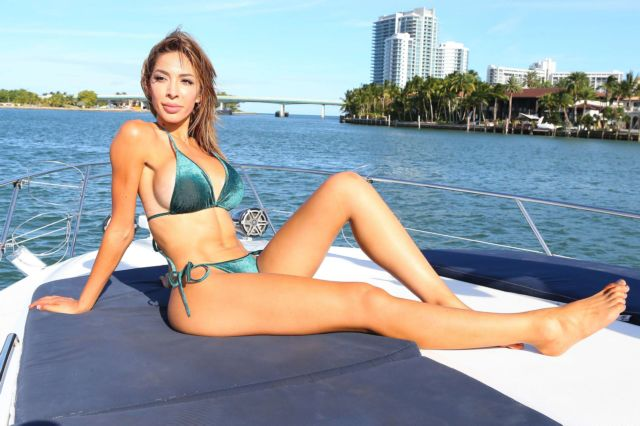 Farrah Abraham Spotted With Her Personal Trainer On A Yacht