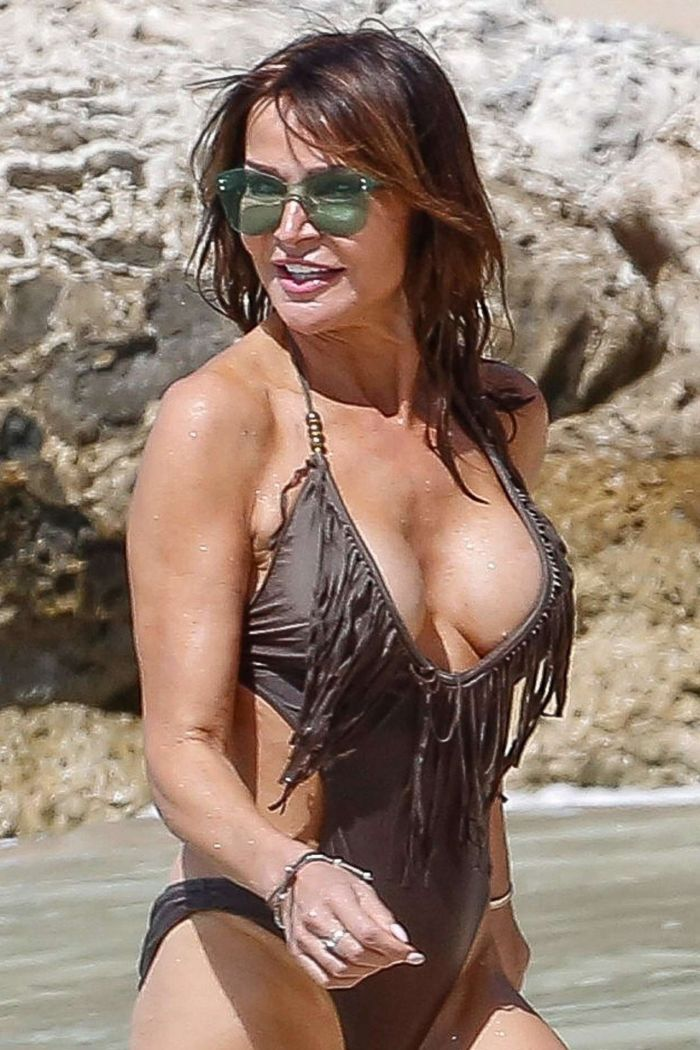 Lizzie Cundy On A Bikini Vacation In Barbados