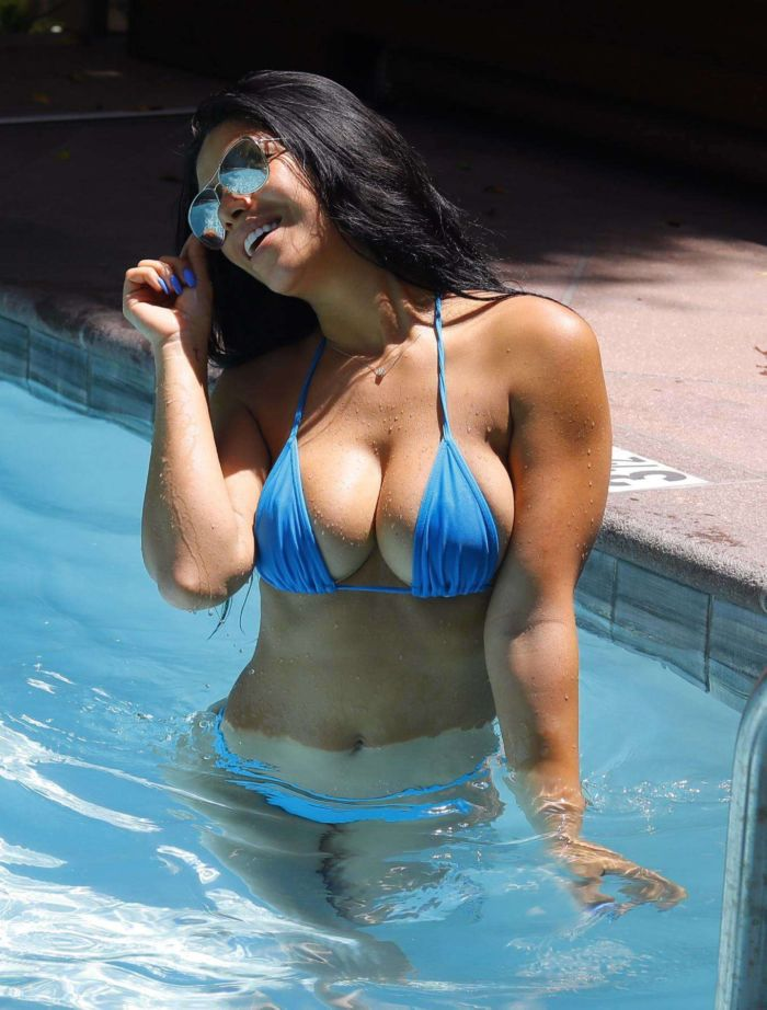 Suelyn Medeiros In A Blue Bikini At A Pool Of Luxury Hotel In LA