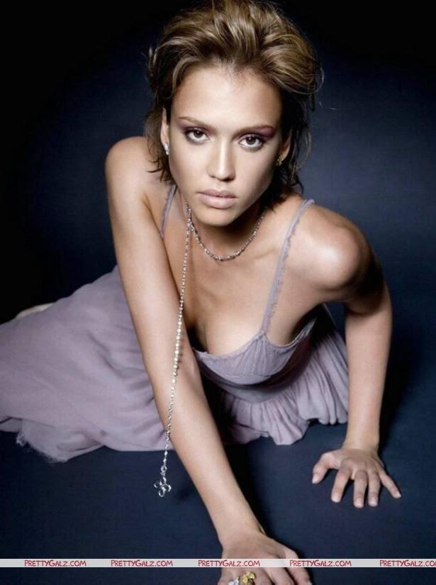 Pretty Jessica Alba Photoshoot