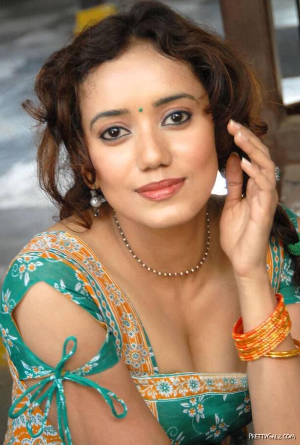 Telugu Actress Sriya Narayan